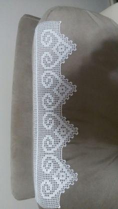 Crochet Borders, Filet Crochet, Textiles, Diy Crafts, Stitch, Handmade, Sewing Aprons, Crochet Border Patterns, Crochet Slippers