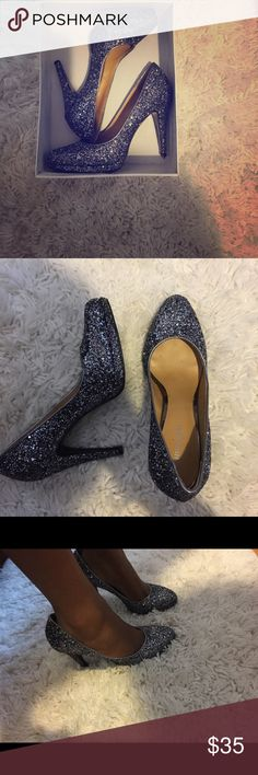 Glittery perfection! Nine West heels!! About a 4 inch heels, never worn. Perfection ladies. Very reflective glitters. Would look gorgeous with a pencil skirt or gown. Looks bluish with silver/gray tone glitter. Nine West Shoes Heels