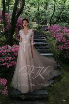 793544cd02314e0 Элементы декора нанесены в ручную,свадебное платье в стиле