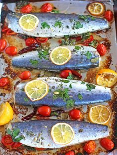 Nutritious Snack Tips For Equally Young Ones And Adults Healthy Oven Roasted Spanish Mackerel Marinated With Grape Tomatoes, Capers, Dried Chili Peppers And Lemon Is One Very Tasty And Easy Meals To Make. Fish Recipes, Seafood Recipes, Whole Food Recipes, Dinner Recipes, Healthy Recipes, Dinner Ideas, Sardine Recipes, Healthy Food, Recipies