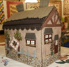 24 Ideas Sewing Machine Cover House Fabrics For 2019 Japanese Patchwork, Japanese Quilts, Room Accessories, Sewing Accessories, Fabric Crafts, Sewing Crafts, Felt House, Fabric Houses, Sewing Box