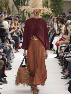 The just ended Paris Fashion Week gave us the most beautiful, stunning, crazy, wierd and amazing looks of all time. The city buzzed from the latest trends Fashion Trends 2018, Fashion Week, Boho Fashion, Paris Fashion, Fashion Top, Cheap Fashion, Affordable Fashion, Street Fashion, Fall Fashion