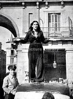 Photograph showing a female Republican supporter giving a speech on top of a car, Madrid, It was reported that she was calling for more volunteers to join the Republican army. Aragon, Spanish War, Super Hero Shirts, Foto Madrid, World Conflicts, Military Coup, Historia Universal, Revolution, Historical Pictures