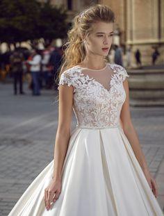 Ofer spre vanzare rochii de mireasa la un pret excelent!!! Hair Beauty, Wedding Dresses, Fashion, Brides, Gowns, Bride Dresses, Moda, Bridal Gowns, Fashion Styles