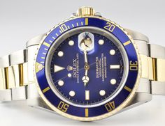 Pre-owned Rolex submariner 40mm watch in mint condition condition crafted in stainless steel and 18k yellow gold. Graced with a blue dial and rotating bezel.