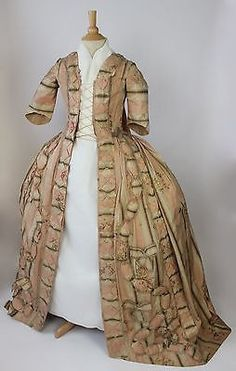 Met Museum C Sacque Back Gown Padded Trim and Interior Boned Corset 1775 99 18th Century Dress, 18th Century Clothing, 18th Century Fashion, Antique Clothing, Historical Clothing, Lanvin, Vintage Dresses, Vintage Outfits, Period Outfit