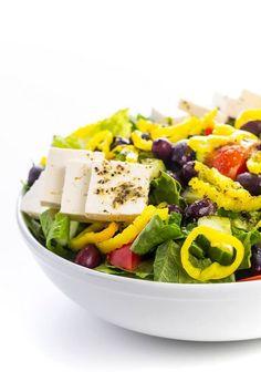This traditional Greek salad is made with fresh veggies, creamy feta, kalamata olives, and a simple lemon-oregano vinaigrette. Tzatziki, Good Healthy Recipes, Easy Recipes, Healthy Menu, Diabetic Recipes, Healthy Eats, Greek Vinaigrette, Traditional Greek Salad, Lemon Soup
