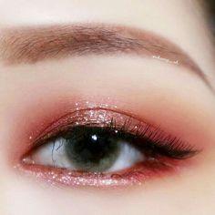 Read information on eye makeup looks Korean Makeup Look, Asian Eye Makeup, Eye Makeup Art, Cute Makeup, Pretty Makeup, Makeup Tips, Lip Makeup, Aesthetic Eyes, Aesthetic Makeup