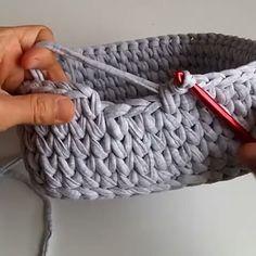 How To Knit Basket Crochet Video Tutoria - Diy Crafts - Knit & Share Crochet Bag Tutorials, Crochet Instructions, Crochet Videos, Crochet Crafts, Crochet Yarn, Crochet Projects, Free Crochet, Learn Crochet, Simple Crochet