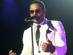 R&B-soul singer Maxwell performed at Horseshoe Casino Cincinnati on Saturday, July Maxwell Singer, Horseshoe Casino, Soul Artists, Soul Singers, R&b Soul, Marvin Gaye, Stevie Wonder, Cincinnati