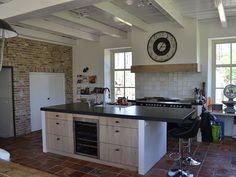 Landelijk moderne keuken op maat gemaakt, eiken front white wash Kitchen Island, Home Decor, Ideas, Seeds, Island Kitchen, Decoration Home, Room Decor, Home Interior Design, Thoughts