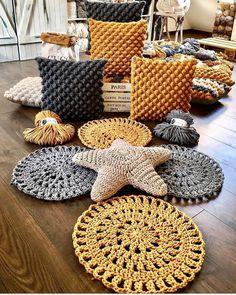 photograph individual_home_decor diger sayfalarim Crochet Cushions, Crochet Pillow, Diy Crochet, Crochet Motifs, Crochet Stitches, Crochet Patterns, Crochet Basket Pattern, Crochet Home Decor, Crochet Projects