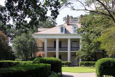 Oak Alley Plantation – Come and See One of the Few Surviving Sugar Plantations -