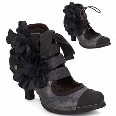 BOOT love! I'd love a pair like these… What's another pair when I already have 22? neosens