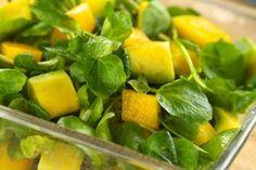 Avocado Mango Salat; Hier kommt mein absoluter Favorit an heißen Tagen: Ein köstlich-gesunder Avocado-Mango-Salat. Der Salat ist eine Nährstoff-Bombe!