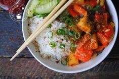 Ajam nanas (kip met ananas uit de slowcooker) is een lekker zoet/pittig gerecht. De combi van zoete ananas met sambal valt ook in de smaak bij kinderen. Slow Cooker Recipes, Gourmet Recipes, Crockpot Recipes, Soup Recipes, Cooking Recipes, Healthy Recipes, Multicooker, Indonesian Food, Paleo Dinner