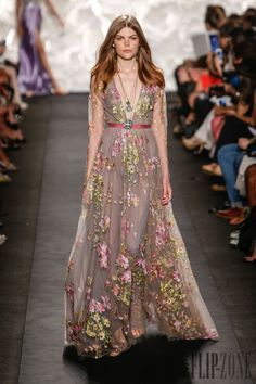 Naeem Khan Spring-summer 2015 - Ready-to-Wear - pretty floral dress, if you make the neckline a bit higher and make the dress not see-through