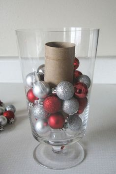 "22 Holiday Decor Hacks That'll Make You Say ""Why Didn't I Know About These Sooner?"" 22 Holiday Decor Hacks That'll Make You Say ""Why Didn't I Know About These Sooner?"" 22 Holiday Decor Hacks That'll Make You Say ""Why Didn't I Know About These Sooner? Christmas Hacks, Noel Christmas, Primitive Christmas, Winter Christmas, All Things Christmas, Christmas Ornaments, Christmas Projects, Christmas Music, Snowflake Ornaments"