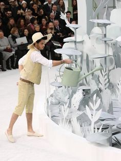 - Scenography of paper flowers - Chanel, collection Haute Couture printemps-été 2015