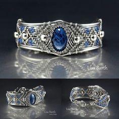 Lisa Barth jewelry makes me swoon💓 Stone Jewelry, Metal Jewelry, Jewelry Art, Beaded Jewelry, Handmade Jewelry, Jewellery, Wire Wrapped Bracelet, Metal Bracelets, Jewelry Bracelets