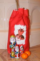 Santa in Hungary | Treats for St. Nicholas Day in Hungary: Krampusz Decorates the Bag