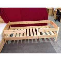 Nagyon közkedvelt termék a kisgyermekes családok körében, akik 2-3 éves gyermeküknek olyan ágyat szeretnének választani, ami felnőtt koráig elkíséri őket. Megbízható ágy ebben a korban levő gyerekek számára is. A körbekeretes ágyak közül ez a típus a nagyobb méretű (90×200 cm). A másik méret 70×140 cm, a kisebb gyerekek számára. Választható oldalt vagy középen kialakított bejárattal. A leesésgátlók egymástól függetlenül a későbbiekben levehetőek.