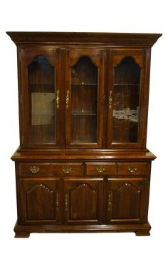 Youtube Woodworking, Woodworking Plans, Woodworking Videos, China Cabinet Makeovers, China Hutch Makeover, Kincaid Furniture, Pine Furniture, Furniture Redo, Vintage Furniture