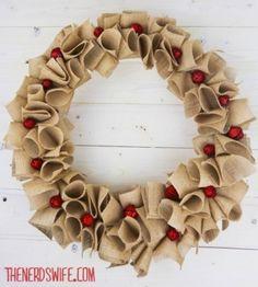 Guirlanda feita de juta!  http://vilamulher.terra.com.br/artesanato/galeria-de-ideias/guirlandas-de-natal-criativas-17-1-7886462-279.html  #xtimas #natal #christmas