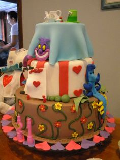 Bolo Alice  #cake #cakeealice #boloalice #alicenopaisdasmaravilhas