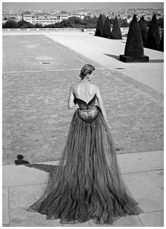 Model in tulle and sequined evening gown by Christian Dior, Paris, 1950 Photo Willy Maywald