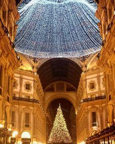 Milan, Louvre, Building, Travel, Italia, Viajes, Buildings, Destinations, Traveling