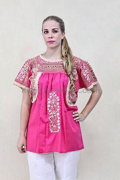 Blusa bordada a mano, y trabajo en deshilado. Compren directamente a productores, en expo de pueblos indígenas en la Cd de México, blusas como esta desde $1,200 pesos mxn, sin regatear.