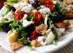 Ensalada Mediterránea Salsa: mayo, aceite oliva, vinagre