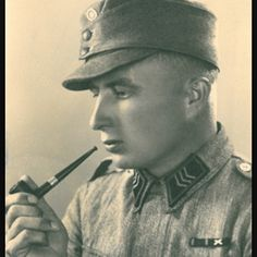 Great portrait of a Finnish sergeant with a summer tunic and wool field cap posing with a pipe, pin by Paolo Marzioli Summer Tunics, World War Two, Belgium, Wwii, Netherlands, Two By Two, Battle, Army, Military