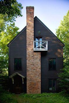 New Ideas House Facade Black Exterior Colors Farmhouse Exterior Colors, Exterior Paint, Exterior Design, Rustic Exterior, Cottage Exterior, Black House Exterior, Exterior Windows, Pintura Exterior, Exterior Color Schemes