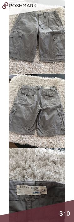 Lucky Brand Grey Cargo Loose Fit Shorts Size 28 Lucky Brand Cargo Shorts.  Loose fits.  Light grey color.  Size 28.  Good condition.  Important:   All items are freshly laundered as applicable prior to shipping (new items and shoes excluded).  Not all my items are from pet/smoke free homes.  Price is reduced to reflect this!   Thank you for looking! Lucky Brand Shorts Cargo