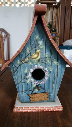 Casa de passarinho com pintura gestual