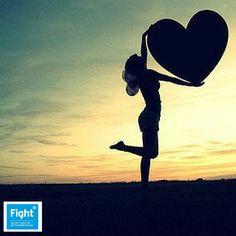 Geluk kunnen voelen is  een moment dat verdriet laat vervagen.  Geluk kunnen voelen is  een kracht die het leven helpt dragen.  Love life. Fight cancer