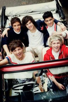 Louis driving the caaaaaar there is goin to be an accident if love 1D you will…