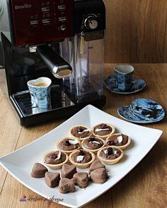 Prajitura cu crema bavareza (Bavarois) de vanilie Creme Caramel, Hummus, Waffles, Healthy Recipes, Breakfast, Cake, Salads, Cream, Homemade Hummus