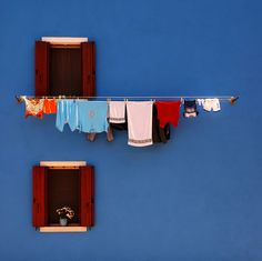 windows with clothes line Color Photography, Window Photography, Architecture, Belle Photo, Windows And Doors, Simple, Inspiration, Beautiful, Laundry Lines