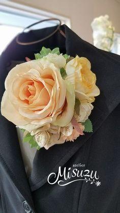 卒業式・入学式・謝恩会フォーマルに優しいアプリコットカラー。*misuzu*早割!【新作キャンペーン¥2480】コサージュ194人気 アプリコットローズ・贈呈用ブトニア・パーティ・卒業入学・発表会・お誕生日会・結婚式 Silk Flowers, Fabric Flowers, Crafts Beautiful, Corsages, Ohana, Farming, Peach, Rose, Plants