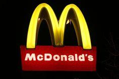 Letreiro - McDonald's.