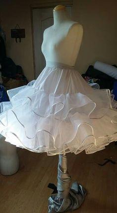 Falso falda circular Dress Patterns, Sewing Patterns, Diy Tutu, Hoop Skirt, Organza, Dress Tutorials, Dress Form Mannequin, Sewing Techniques, Mode Inspiration