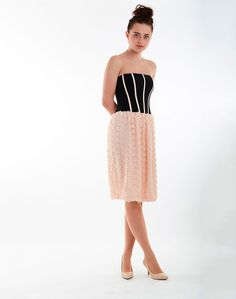 The perfect dress if you want to stand out at an event. The sculpted bodice with boned stripes hugs the figure while the skirt is a delightful texture of fl