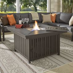 9 Smoke-Free Fire Pit Ideas Your Family Will Love - Backyard Outdoor Gas Fire Pit Table, Fire Pit Designs, Patio Heater, Outdoor Furniture Sets, Outdoor Decor, Traditional Furniture, Furniture Making, Home Projects, Backyard