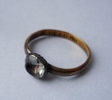 17th-18th century Gold posy ring with inscription: Love is (the) bond of peace