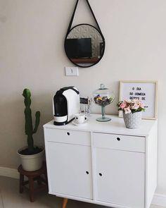 Coffee Nook, Coffee Bar Home, Ideas Decoracion Salon, White Bedroom Decor, Nail Designer, Small Apartment Living, Coffee Shop Design, Secret Rooms, Beauty Room
