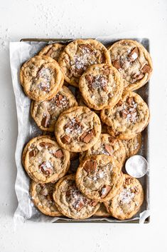 Thin and Crispy Cardamom and Milk Chocolate Chip Cookies — Cloudy Kitchen Crispy Chocolate Chip Cookies, Chocolate Pack, Crispy Cookies, Spice Cookies, Chocolate Hazelnut, Cake Pops, Macarons, Creative Desserts, Holiday Cookie Recipes