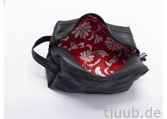 Etuis & Täschchen - Waschtasche - Kulturbeutel aus Fahrradschlauch. - ein Designerstück von tjuub bei DaWanda